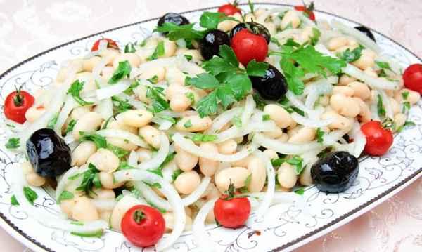 طرز تهیه سالاد لوبیا سفید ترکیه ای Piyaz