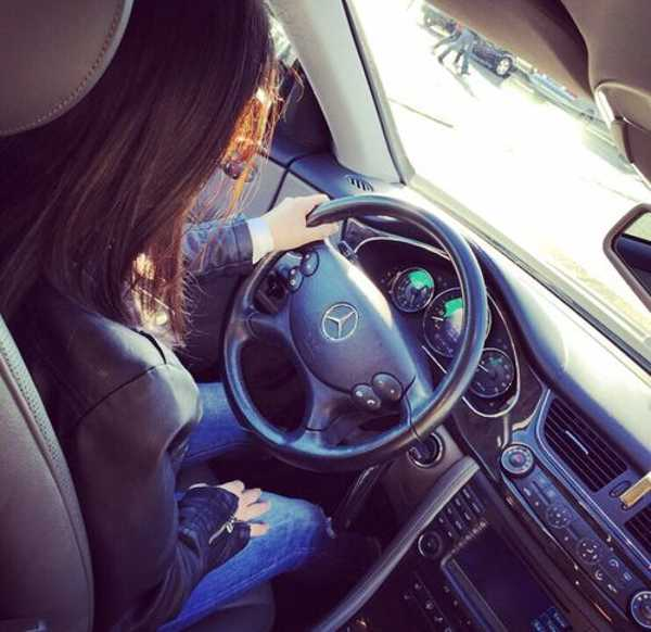 عکس پروفایل دخترانه لاکچری با ماشین