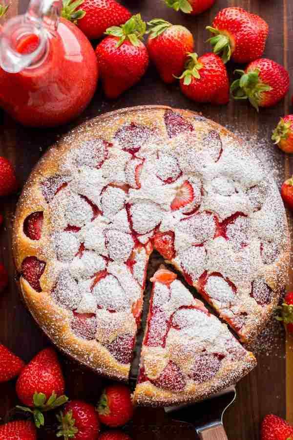 طرز پخت کیک توت فرنگی با شربت توت فرنگی