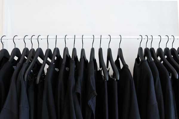 روش شستن لباس مشکی و تیره