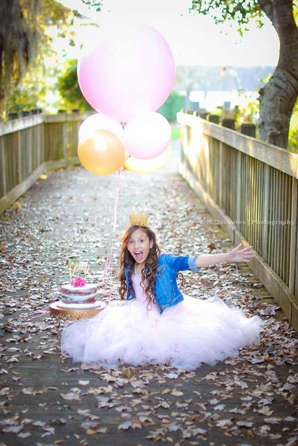 ژست عکس با بادکنک تولد دخترانه تکی